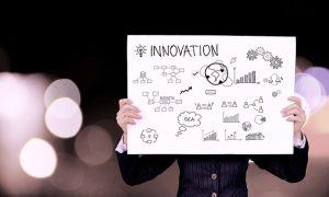personne pancarte innovation