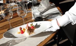 Goût de France Estonie, restaurant, tarte a la fraise, verre, gastronomie,