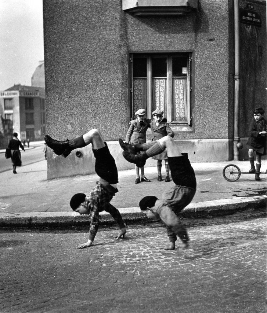 """""""Les frères"""", Rue du Docteur Lecène, Paris. 1934"""