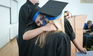 Remise de diplômes à des boursiers du gouvernement français